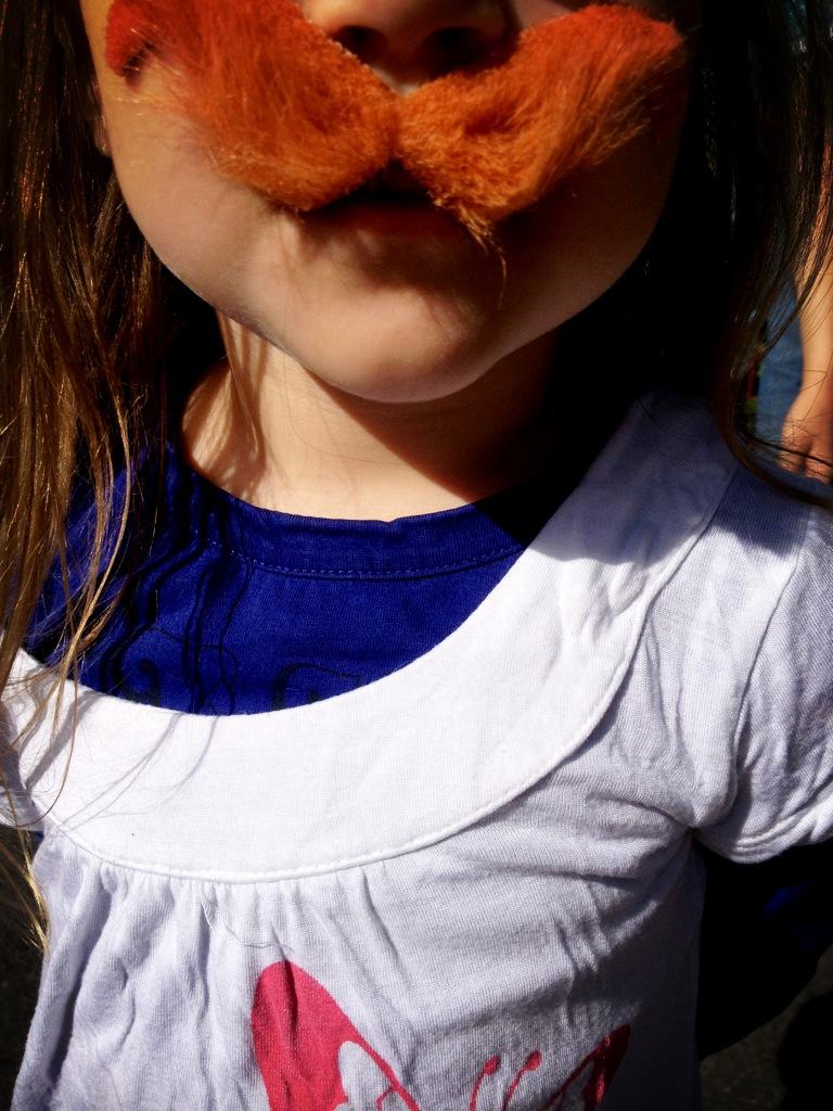 Journée de la moustache au Parc Astérix pour la mini Moopy